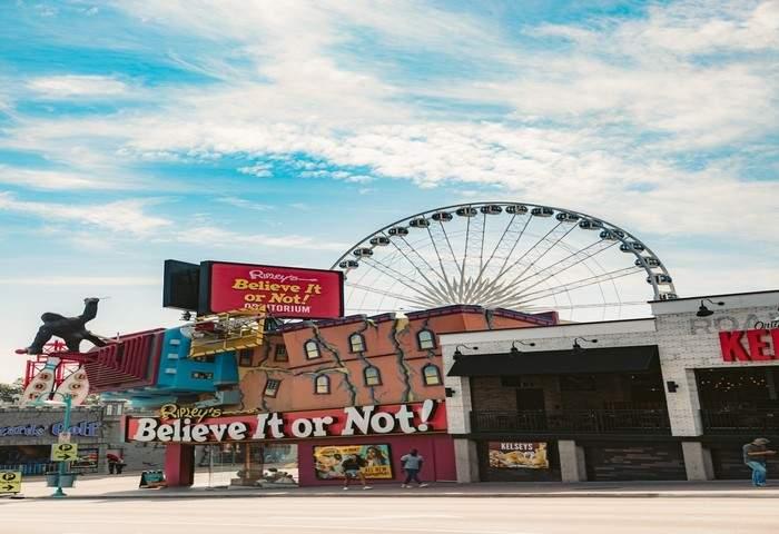 store located near Niagara Falls, Ontario, Canada
